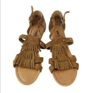 Minnetonka brown fringe sandals size 7
